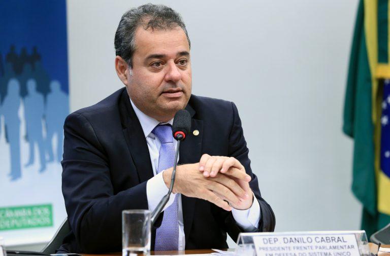 PEC de Danilo Cabral destina 1% das receitas da União para assistência social